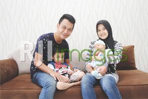 Anendagustiar Putra bersama istri da kedua anaknya