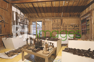 Bagian dalam lumbung sebagai museum teknologi pertanian