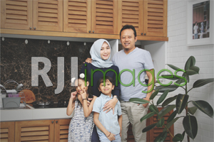 Ivan Moyantoro, beserta istri dan putra putrinya