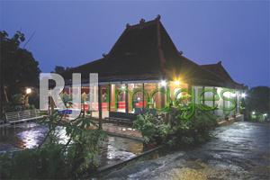 Joglo utama sebagai fasilitas resort bergaya tradisional