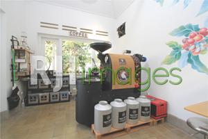 Ruang roasting dengan mesin lokal
