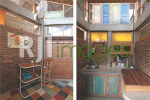 Sudut kamar yang menampilkan banyaknya bukaan dan Fasilitas dapur Omah Ngarep